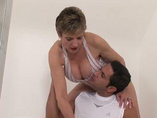 Working di luar dengan sebuah seksi mama video