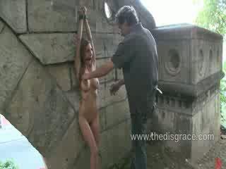 Alice romain arsch gefickt und paraded um im öffentlich