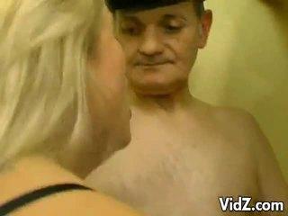 Blond hure im an orgie von papas