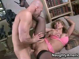 Sexig floozy ava devine likes getting cummed i henne mun efter en fin hawt fan