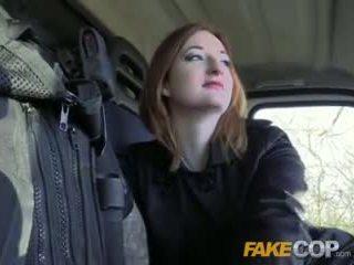 Fake שוטר חם ginger gets מזוין ב cops van