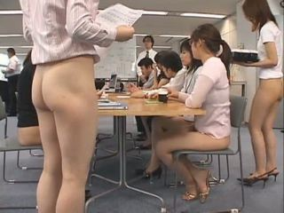 Gražu azijietiškas secretaries are working