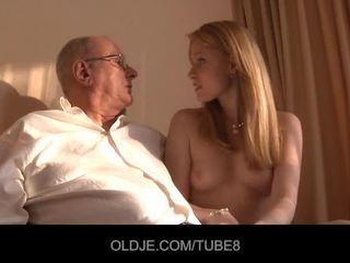 Napalone ruda dziewczyna gets a seks sprzedaż z an oldje