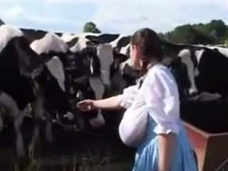 Vokiškas pienas tarnaitė: nemokamai juokingas porno video