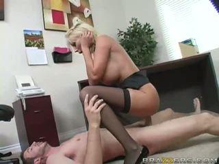Rubia gets coño follada duro
