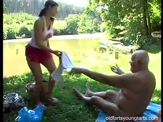 Owadanja ýaşlar lady shags with old grey man