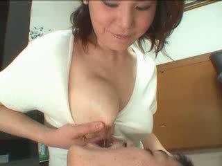 जपानीस मोम breastfeading वीडियो
