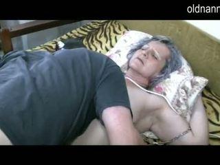 Oud oma krijgen poesje licked door jong guy video-