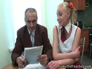 Dumb teen blond has ausgetrickst von sie lehrer