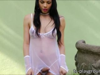 Shemale babe Bruna Castro outdoor fuck