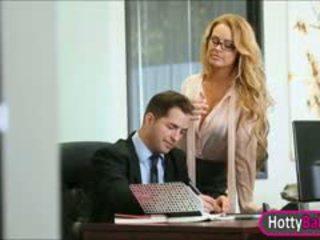 Krūtainas skaistule corrina blake fucked un facialed uz the birojs