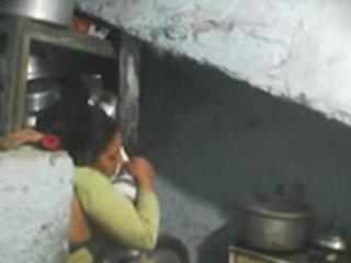 Następny drzwi hinduskie bhabhi seks