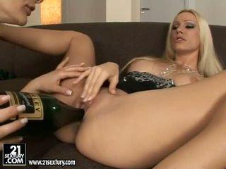 Pekné euro pornohviezda dievča cameron cruise licking a tooling ju friends pička