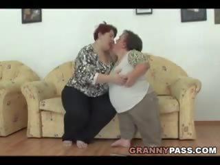 Lesbiete liliputs pleases a lielas skaistas sievietes vecmāmiņa, bezmaksas porno c4