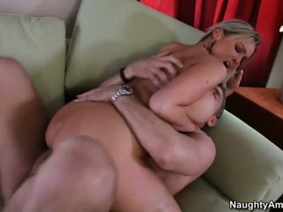 Bigtitted kapit-bahay, abbey brooks