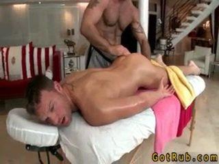 Hunk gets astounding homo masszázs