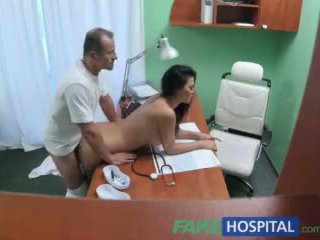 Fakehospital doktor fucks porno aktorka przez biurko w prywatne clinic