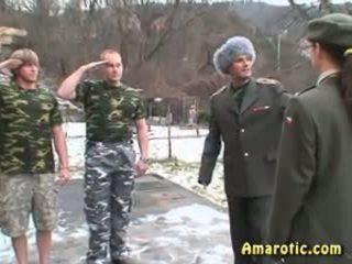 Roll mängima 6: sõjavägi seks
