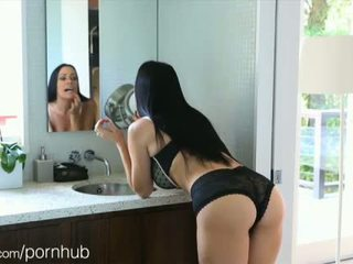 Puremature mama takes 12-inch varpa