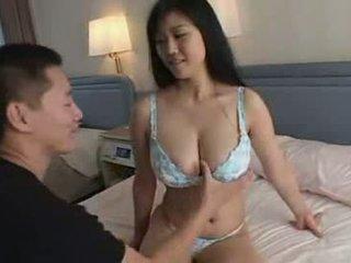 Warga jepun budak lelaki bermain dengan beliau makcik besar semula jadi titts video