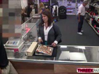 Besar-besaran payu dara membuat wang di pawn kedai