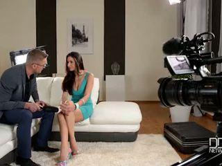 Włoskie glanour laska gets interviewed przed anal seks