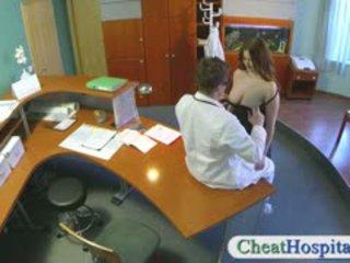 Pervert médico nails sua temporary frente mesa pessoal
