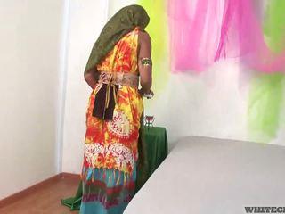 Vackra indisk hustru sugande muscle penisen
