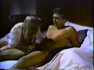 Lusty sot inpulit fierbinte tart în timp ce lui nevasta was dormind!