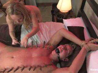 Blond løstøs aiden starr dominates og tortures male til pegging funtime