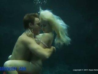 Whitney taylor - bajo el agua sexo