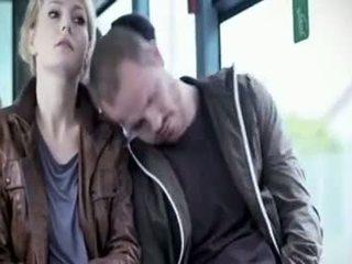 Martina hill - gafa macane w autobus