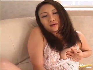 Dissolute chinesa av modelo brinquedos perto para um a foder dildo como loony