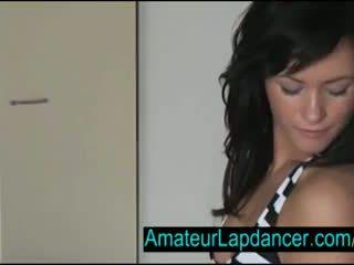 Sexig tjeckiska brunett lapdances för kåta guy