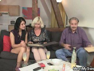 माताओं और किशोर, पुराने farts