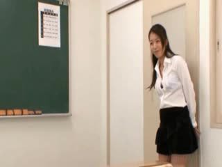 Skola läraren gets orientaliska juggs licked