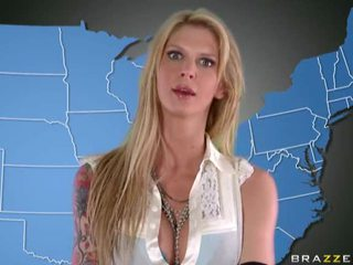 Pornozvaigzne uniforms meitenes