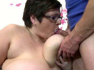 Big diwasa mom suck and fuck young lucky boy: free porno 4c