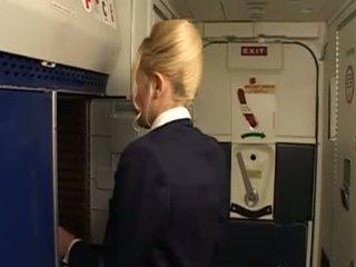 Príťažlivé a nadržané vzduch hostesses