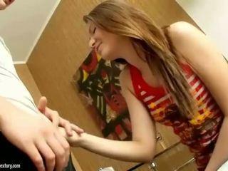 Tiener cutie getting haar nauw bips rammed