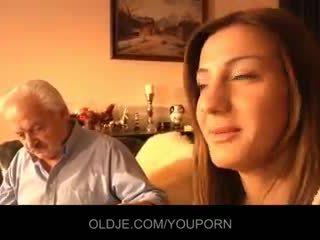 Nonno scopata da giovane alice