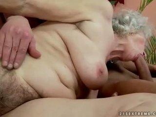 Harig vet oma enjoys heet seks met handsome man
