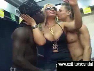 Public sex disorder pe etapă și in spatele scenei video