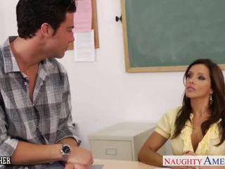 Chesty leraar francesca le neuken haar jong student