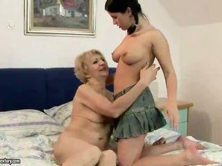Vecmāmiņa enjoying lesbiete sekss