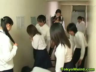 اليابانية schoolgirls stripped و متلمس فيديو