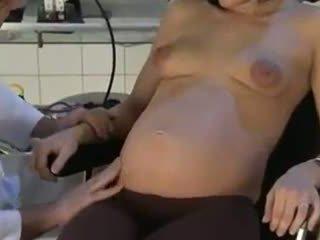 孕 妻子 性交 由 她的 醫生
