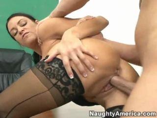 Youthful hotties piespiedu līdz būt sekss pie the sportazāle