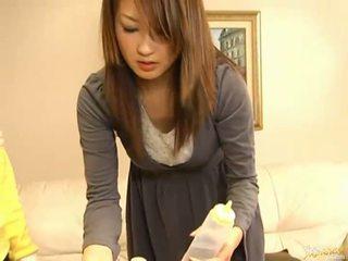 Japonais av modèle suçage bite