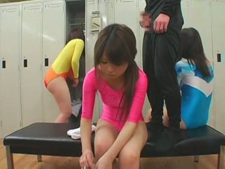 Schoolgirls ได้รับ หน้า cumshots ใน unusual สไตล์